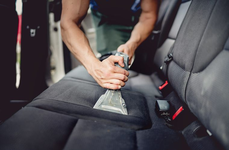 Seat cleaning with a carpet cleaner 1