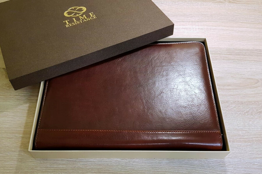 Time Resistance Leather Portfolio Candide - feature image