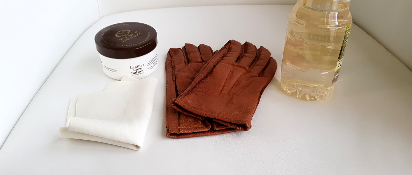 leather gloves with vinegar and cloth
