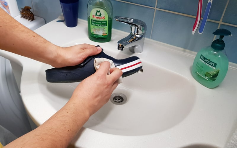 cleaning crocs with soap and water