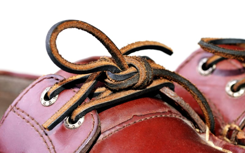Leather shoe with leather sholaces